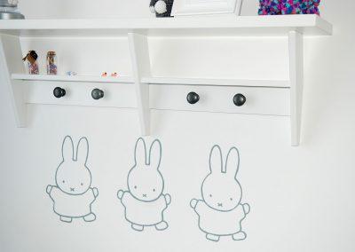 muurschildering babykamer drie nijntjes