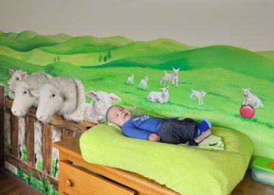 muurschildering babykamer schapen