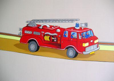 muurschildering babykamer brandweerauto