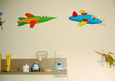 muurschildering babykamer vliegtuigen