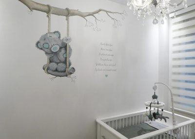 muurschildering-babykamer-me2you-beertje-schommel-5